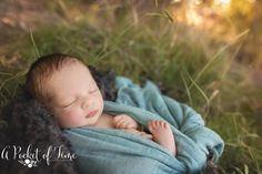Outdoor newborn baby photoshoot by a pocket of time photography granadahills Newborn Family Pictures, Newborn Baby Photos, Cute Baby Pictures, Baby Boy Newborn, Family Posing, Newborn Session, Baby Baby, Family Photos, Outdoor Newborn Photos