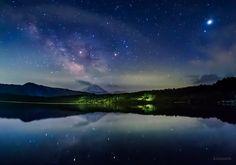 昨日の夜明け前の星空。右上が木星とスピカ(おとめ座)。中央がアンタレス(さそり座)。天の川の中に土星。(山梨県にて撮影)今週もお疲れさまでした。明日からも穏やかな一週間になりますように。 pic.twitter.com/IoCcXUZqku