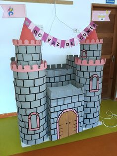 Castelo em cartão Medieval, Castles, Party, Classroom, Boats, Manualidades, Mid Century, Middle Ages