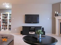 Mounting your tv to the wall and hiding all the cords with a Power Bridge Total Solution Flat Panel In-Wall Power and Cable Management Kit. Ikea Bank, Wall Mounted Tv, Montage, Small Living, Home Organization, Home Projects, Family Room, Flat Screen, Sweet Home