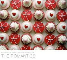 Cupcakes en rojo y con corazones para citas románticas o candybar en bodas de San Valentín.  / Beautiful Cupcakes! Great for a February wedding / #bodas #wedding #sanvalentin #valentines #love #red #amor #rojo