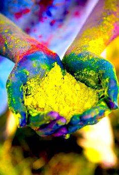 Holi -Indian spring festival also known as festival of colors! Holi Festival India, Holi Festival Of Colours, Holi Colors, India Colors, Vibrant Colors, Hindu Festivals, Indian Festivals, Holi Photo, Holi Celebration