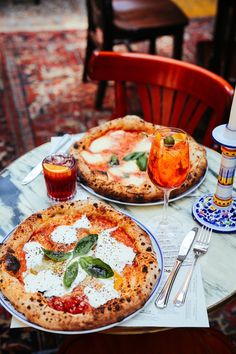 The Biggest Restaurant in Europe Is Like a Giant Indoor Block Party – Pizza Pizzeria, Pizza Restaurant, Restaurant Recipes, Italian Food Restaurant, Pizza Paris, Good Food, Yummy Food, Tasty, Healthy Food