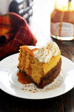 This pumpkin cheesecake. | 19 Tasty Dessert Recipes Everyone With A Slow Cooker Needs