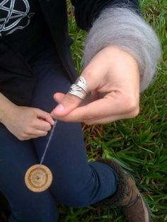 How to spin yarn from roving - nicely written instructions and good pictures.