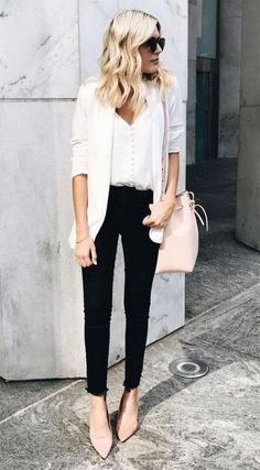 Take a look at these chic business casual outfit ideas! #businesscasual #workoutfit #work #clothing