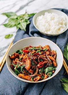 Thai Chicken Stir-fry with Basil & Mint Thai Recipes, Asian Recipes, Chicken Recipes, Healthy Recipes, Asian Foods, Healthy Breakfasts, Easy Recipes, Healthy Snacks, Thai Chicken Stir Fry