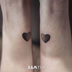 #tatouage de #deux #mini #coeurs sur deux #soeurs  Merci les...