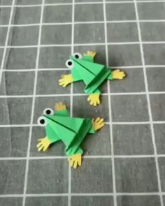 Easy Origami Bird for Kids. Need Paper Bird Craft Ideas? Take a look at these art paper birds. Based on an easy Origami Bird Pattern. FIND OUT OUT Paper Bird - no templated needed! Paper Crafts Origami, Diy Origami, Paper Crafts For Kids, Diy Paper, Paper Crafting, Paper Art, Oragami, Origami Bird, Origami Design