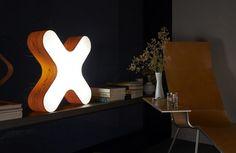 Moderne Wandleuchte mit schickem Design für die Leseecke im Wohnzimmer