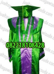 Spesifikasi Produk Baju toga wisuda anak TK Aisyiyah Bustanul Athfal ini adalah sebagai berikut :   Baju bahan saten variasi warna hijau dan ungu  topi toga wisuda warna hijau tali hijau  slebber warna ungu list hijau bahan saten  tabung wisuda warna hijau list ungu berbahan bludru dan   #anak wisuda #baju acara wisuda #baju buat acara wisuda #baju buat wisuda #baju sarjana #baju Toga #baju toga anak #baju toga anak tk
