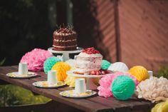 Värikäs juhlakattaus / colorful table setting #juhlahumua #party #partydecorations #paperdecorations #juhlat Table Settings, Birthday Cake, Desserts, Food, Tailgate Desserts, Birthday Cakes, Deserts, Eten, Place Settings