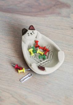 From twinkling rings to those shiny pink paper clips you found, every type of trinket will find a happy home in this flocked cat dish!