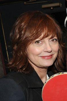 Susan Sarandons red, shoulder-length hairstyle