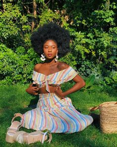 Simplify your natural hair care routine! Check out the daily regime of some o… Simplify your natural hair care routine! Check out the daily regime of some of our favorite naturalistas.