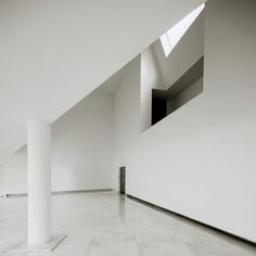 galician center of contemporary art. Alvaro Siza. Z:joints between angular wall/ceiling and column