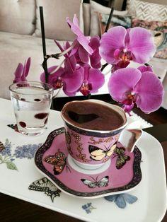 Sweet Coffee, Fresh Coffee, I Love Coffee, Coffee Set, Coffee Cafe, Coffee Break, Coffee Drinks, Brown Coffee, Vintage Coffee