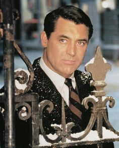 Cary Grant as Dudley from The Bishop's Wife. David Niven's actually wanted the part of Dudley, but Cary Grant asked for it and got it because he was a bigger name actor at the time. Golden Age Of Hollywood, Vintage Hollywood, Hollywood Stars, Classic Hollywood, Vintage Vogue, Vintage Fashion, Cary Grant, Jean Dujardin, Juliette Binoche