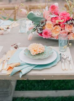 eventdecorator:  perfection of color <3 Love it? Find more at eventdecorator.tumblr.comor visit our webpage at http://www.eventdecorator...