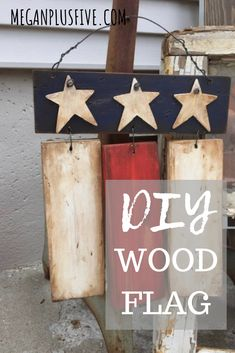 DIY American Flag I love patriotic décor. Not only because I truly love being an American bu. Small Wood Projects, Scrap Wood Projects, Diy Pallet Projects, Scrap Wood Crafts, Wood Pallet Crafts, Cork Crafts, Pallet Ideas, Patriotic Decorations, Patriotic Crafts