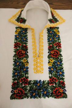 Cross Stitch, Beaded Necklace, Embroidery, Costume, Vestidos, Roses, Dots, Needlepoint, Beaded Collar