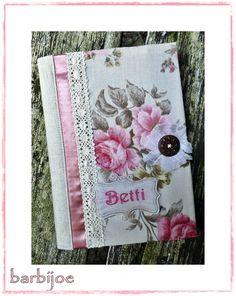 Rózsás-csipkés borító füzetre, könyvre, naplóra, Képeslap, album, füzet, Jegyzetfüzet, napló, naptár, Rózsás vászon, csipke és tüll felhasználásával készítettem ezt a romantikus borítót.  Fe..., Meska