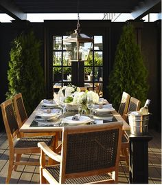 Absolutely love this outdoor dining area