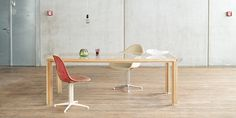 Large oak table with glas plate from alvari as living room table