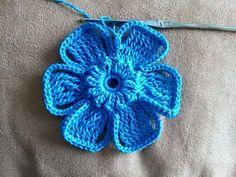 DIY Crochet Flower with Crochet Fork and Hook Diy Crochet Flowers, Crochet Flower Tutorial, Crochet Diy, Crochet Motifs, Freeform Crochet, Crochet For Kids, Irish Crochet, Crochet Shawl, Crochet Stitches