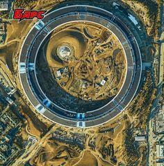 Только посмотрите на это фото нового кампуса Apple  Новый кампус Apple, выполненный в форме космического корабля, уже почти готов, рабочие больше заняты благоустройством территории и вспомогательными объектами. Об этом свидетельствует снимок в невероятно высоком разрешении, опубликованный SkyIMD. Фотография сделана точно сверху несколько дней назад. Ее высокое разрешение позволяет при помощи зума разглядеть мельчайшие объекты, в том числе строительные материалы и небольшую технику. Кроме…