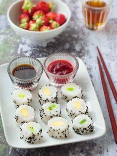 Maki mango kiwi with coconut milk , Kiwi Recipes, Gourmet Recipes, Sweet Sushi, Sushi Go, Dessert Sushi, White Chocolate Chip Cookies, Restaurant Dishes, Vegan Kitchen, Asian Desserts