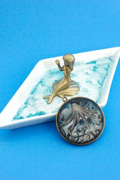 Make a cute and easy DIY Mermaid Trinket Tray for your thingamabobs!   Do It Your Freaking Self
