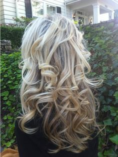 (Can't get enough of the sock bun curls! I need my hair to grow!) Sock bun curls <<< i WISH my hair did that! I'm going to try it tonight! Cute Curly Hairstyles, Curly Hair Styles, Summer Hairstyles, Fashion Hairstyles, Popular Hairstyles, Sock Bun Curls, Messy Curls, Wavy Curls, Voluminous Curls