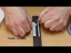 2 formas de encordar una guitarra - 2 ways to string a guitar (English s...