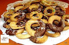 A recept elronthatatlan, finom és hosszú ideig el is tartható, emiatt gyakran meg is sütöm! hozzávalók 40 dkg finomliszt 15 dkg porcukor 1 ek méz 2 csomag vaníliás cukor 2 tojássárgája 25 dkg vaj vagy margarin A szóráshoz: 5 dkg … Egy kattintás ide a folytatáshoz.... → Onion Rings, Doughnut, Sausage, Biscuits, Food And Drink, Meat, Cake, Ethnic Recipes, Crack Crackers