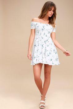 cf43f093ee Santa Monica Pier Blue and White Print Off-the-Shoulder Dress 2 Cute Summer