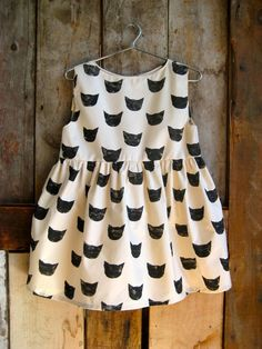 Black Cat print dress by Leah Goren. Fashion Kids, Little Girl Fashion, Cat Dresses, Girls Dresses, Baby Outfits, Kids Outfits, Skater Outfits, Emo Outfits, Disney Outfits