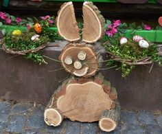 A bunny out of tree slices Wood Log Crafts, Wood Slice Crafts, Wooden Projects, Craft Projects, Easter Crafts, Holiday Crafts, Wood Animal, Wood Creations, Nature Crafts