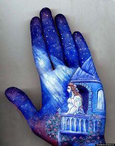Russian artist Svetlana Kolosova illustrates popular fairytales on her hands.