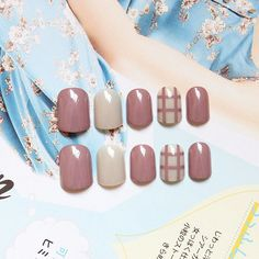 On Sale 24 pcs Solid Milk Brown Grey Fake Nails Short Full Round Head Nail Tips with Tic Tac Toe Pattern and Glue sticker