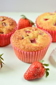 Food Wanderings in Asia: Strawberry Cheesecake Muffins {Breakfast is Served} Shortbread/pound cake consistency, mix strawberries into batter maybe? Strawberry Cheesecake Cupcakes, Strawberry Muffins, Strawberry Recipes, Cheesecake Cake, Lemon Raspberry Muffins, Cheesecake Recipes, Just Desserts, Delicious Desserts, Dessert Recipes