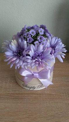 Vases Decor, Centerpieces, Fresh Flowers, Beautiful Flowers, Box Roses, Hat Boxes, Flower Boxes, Rose Buds, Planting Flowers