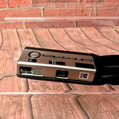 Kodak Tele-Ektra 32 Pocket Instant Vintage Film Camera with Flash working Camera Photography, Vintage Photography, Vintage Cameras, Film Camera, Pocket, Vintage Style Photography, Movie Camera, Vintage Typography, Camera