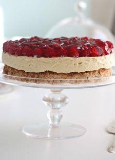 Her er noen Pins vi tror du vil like Cake Recipes, Dessert Recipes, Norwegian Food, Berry Cake, Sweets Cake, Just Cakes, Something Sweet, Let Them Eat Cake, No Bake Cake