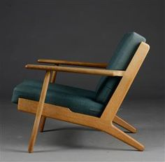Hans J. Wegner. Lænestol Mcm Furniture, Living Furniture, Vintage Furniture, Furniture Design, Scandinavian Chairs, Green Armchair, Wood Sofa, Mid Century Modern Furniture, Chair Design