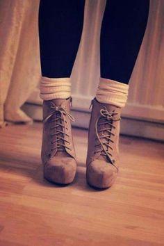 Ботинки с носками