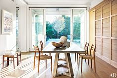 Scandinavian dining space with a modern wood table and Møller dining chairs