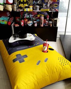 If you claim to be a gaming geek, you want to have a themed room that has all the decorations full of the game world. This is not childish, I believe every gamer has their own hobbies Home Design, Gaming Room Setup, Gaming Rooms, Geek Decor, Video Game Rooms, Gamer Room, Nerd Room, Game Room Design, Game Room Decor