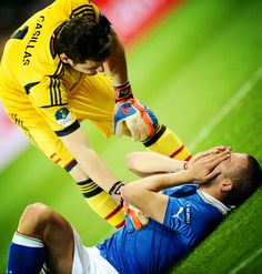Iker Casillas trying to console inconsolable Leonardo Bonucci after Euro 2012 final (Spain 4-0 Italy)