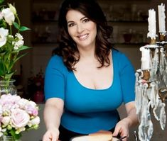 Chef Nigella Lawson, Tv Presenters, Sexy Older Women, Indian Beauty Saree, Plus Size Fashion For Women, Stunning Women, Girls Image, Sexy Hot Girls, White Girls